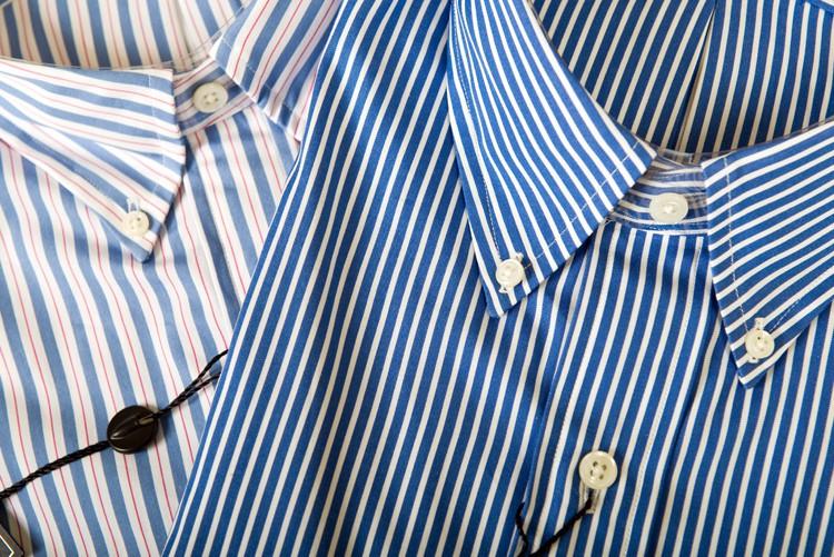 Verwenden Sie keine Hemden mit feinen Streifen, wegen dem Moirée-Effekt. Die sog.