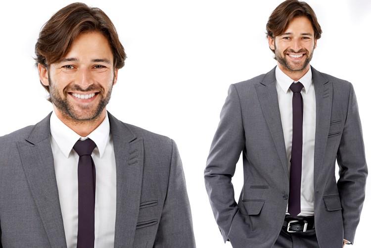 Kein Kravattenzwang, jedoch passendes Jacket zu Hose, helles, einfarbiges dezent gemustertes Hemd.