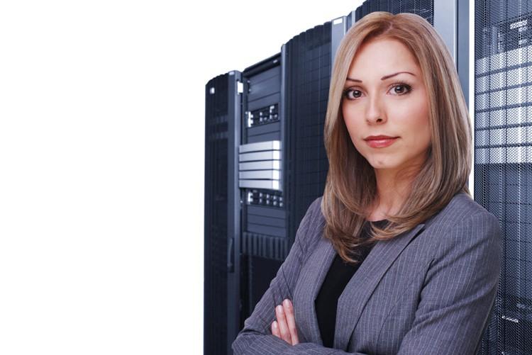 In der IT-Branche herrschen nicht so strenge Dresscodes. Ganz anders ist das aber, wenn es sich um IT-Consulting handelt, also Firmenberatung. Hier ist - wie in der Unternehmensberatung-Branche - eine strengere Kleiderordnung angesagt. Bei Männern besteht die Pflicht von Anzug und Kravatte.