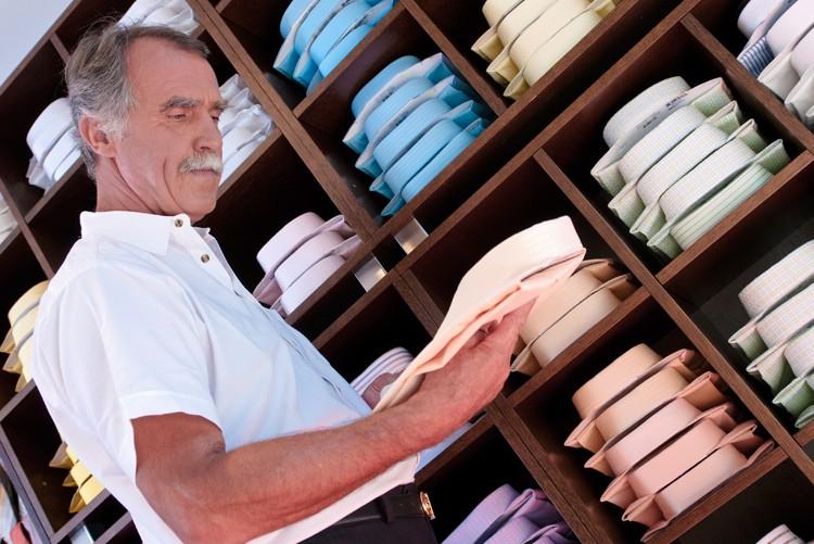 Kaufen Sie (rechtzeitig) noch Kleidung. Es lohnt sich. Am Bewerbungsgespräch dürfen Sie übrigens nicht das Selbe anziehen.