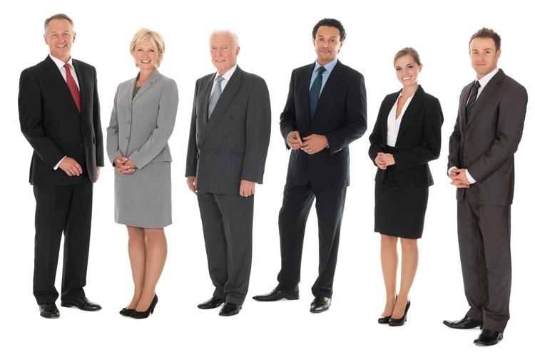 Wir gestalten Gruppenfotos so, dass bei einem künftigen Teamwechsel ohne Weiteres neue Personen eingefügt werden können.
