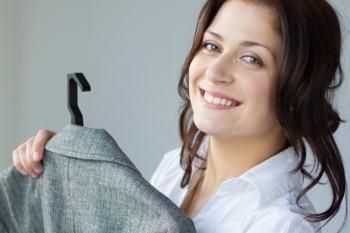 Kaufen Sie bei Bedarf noch rechtzeitig ein. Bedenken Sie, dass Sie am Bewerbungsgespräch nicht dasselbe Outfit anziehen, wie für das Foto.