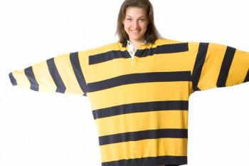 Beim Posieren und auch sonst sieht man es auf Fotos sofort, wenn die Kleidung nicht Ihre exakte Grösse aufweist. Die Kleider müssen eng anliegend sein (auch Hosen bei Ganzkörperfotos).